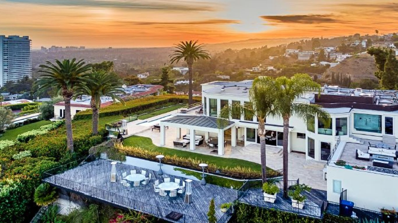 Los angeles luxury villa rentals vacation homes yhi for Los angeles monthly rentals